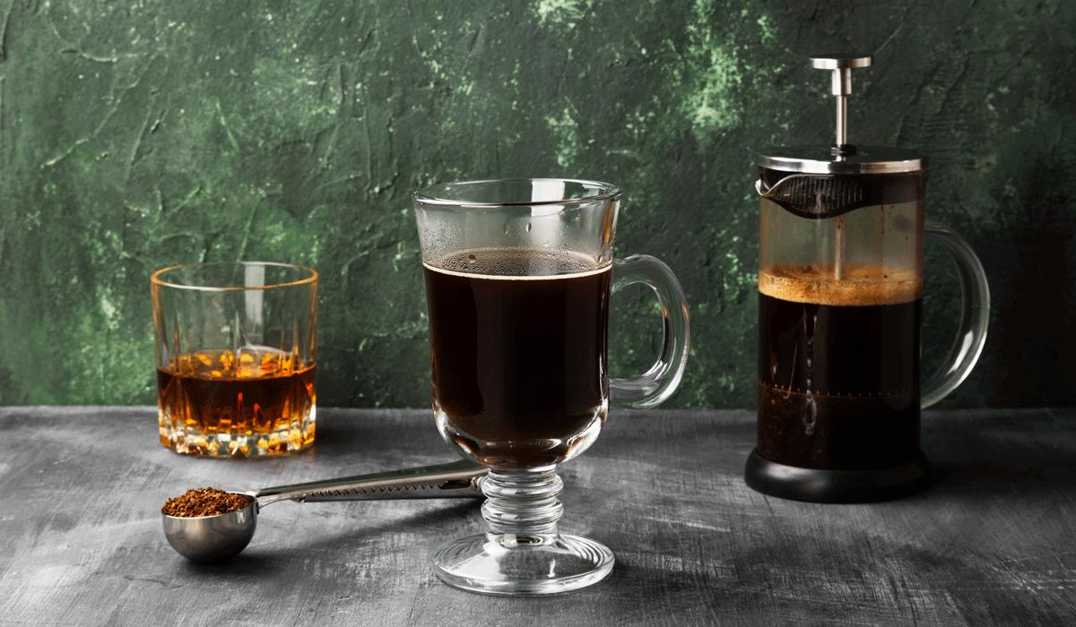 Kaffee mit Schuss – eine Liebesbeziehung von Coffein und Alkohol